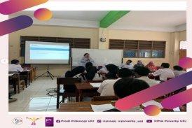 kerja Profesi Madinna Ramadhani di PT FonBright Indonesia